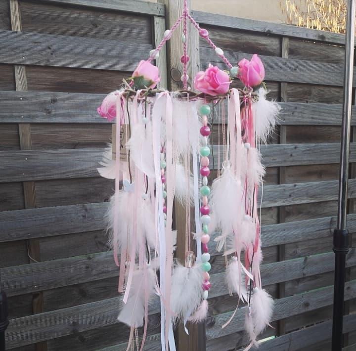 Décoration d'intérieur suspension mobile attrape-rêves bohème rose fleurs bois fait main artisanal naturel artisanat français création