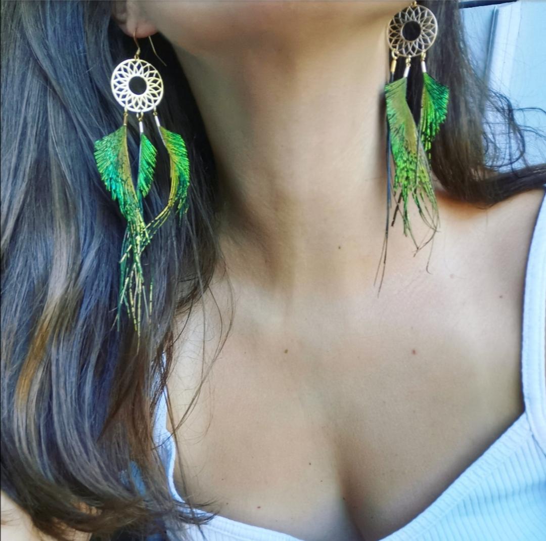 boucles d'oreilles attrape-rêves, boucles d'oreilles dreamcatchers, bijoux bohèmes, bijoux ethniques, bijoux artisanaux faits main, créations tribales, artisanat français, accessoires, plumes naturelles, bijoux chamaniques