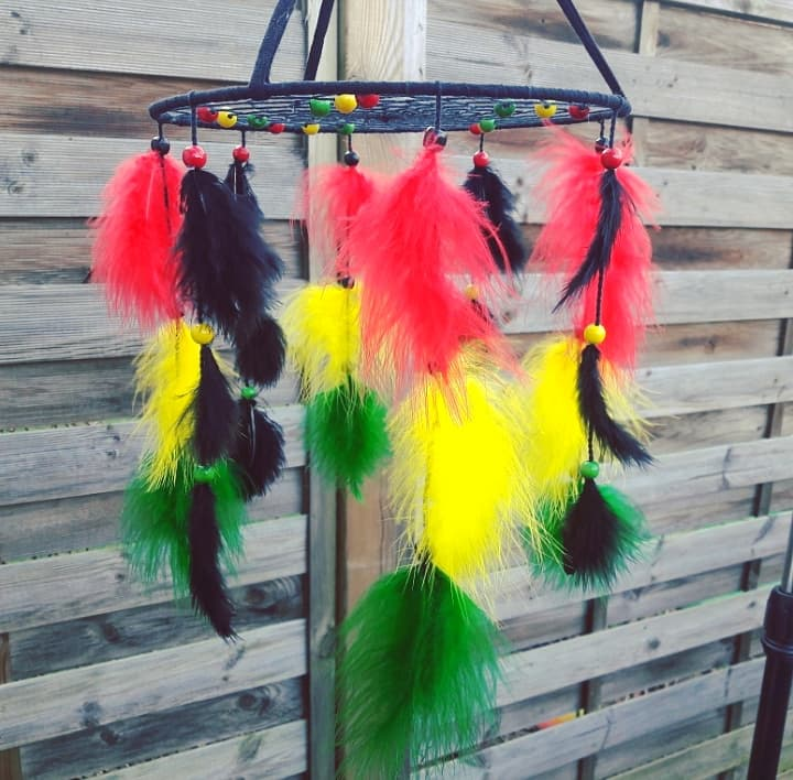 Décoration rasta reggae bob marley rouge jaune vert noir fait main artisanat couleurs panafricaines afrique
