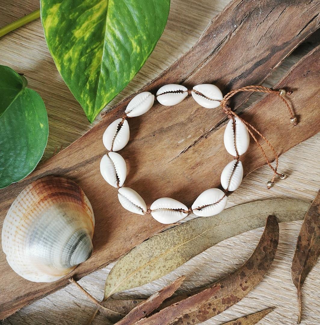 bracelet cheville bras artisanal coquillages cauris fait main france creation artisanale bijoux bohemes