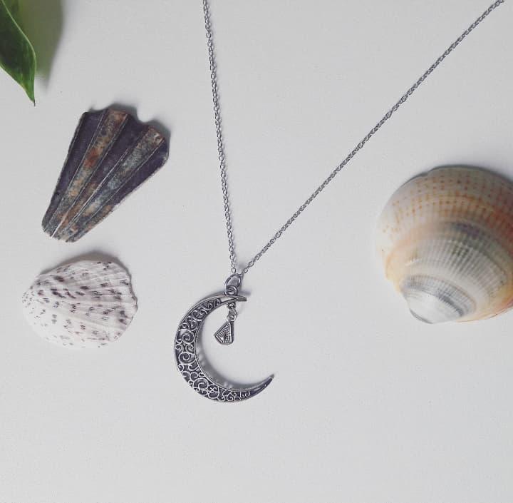 collier bohème pendentif lune argenté fait main artisanal bijoux créateur créatrice artisanat français croissant de lune sautoir