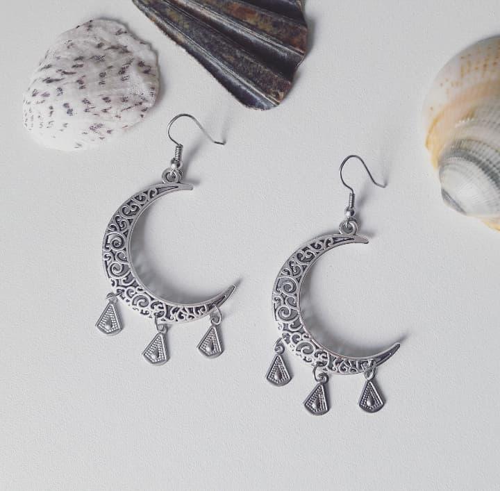 boucles d'oreilles argentées artisanales bijoux artisanaux créateur créatrice fait main croissant de lune