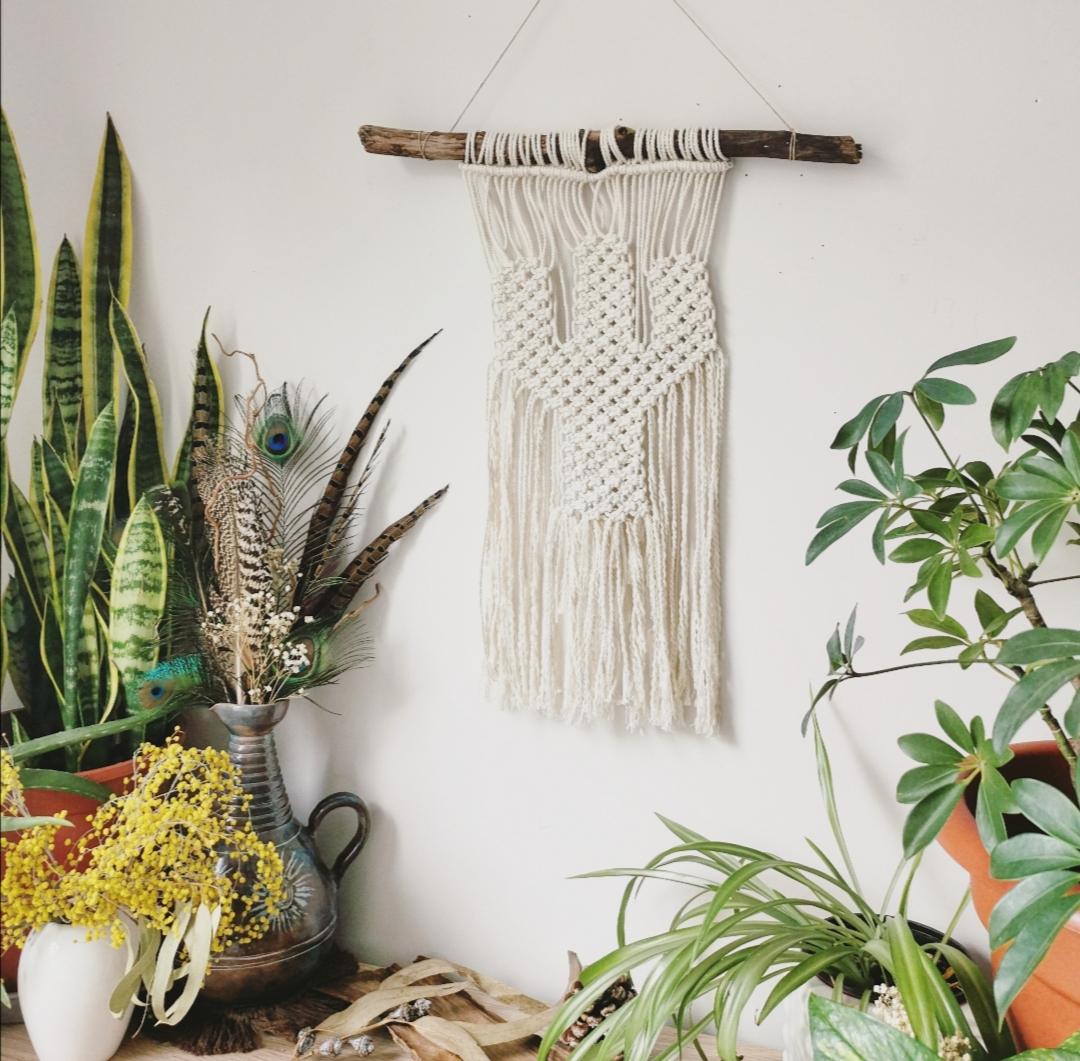 Tenture murale cactus en macramé, décoration d'intérieur artisanale, création unique, bohème, fait main en France, bois flotté