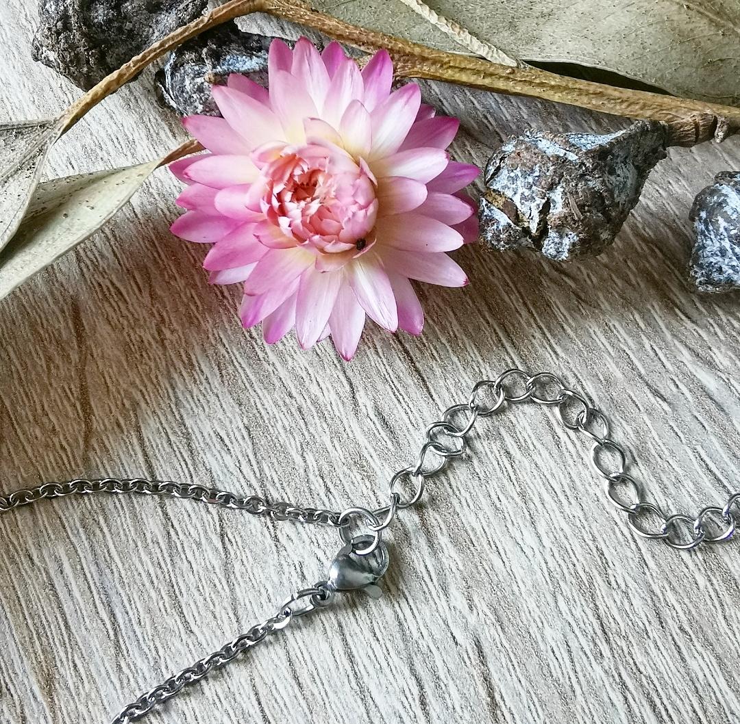 Collier jaspe sang de dragon, pendentif pierre gemme, bijoux lithothérapie, bien-être, yoga, pendentif pierre pointe, jaspe