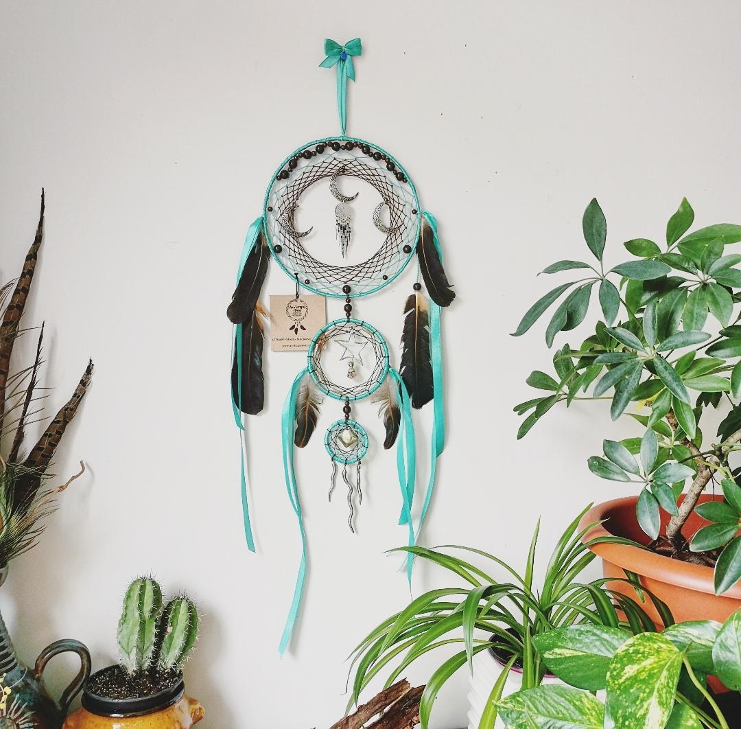 Créatrice d'attrape-rêves artisanaux faits main en France, créations uniques bohèmes, décoration murale, décoration d'intérieur, idée cadeau fait main