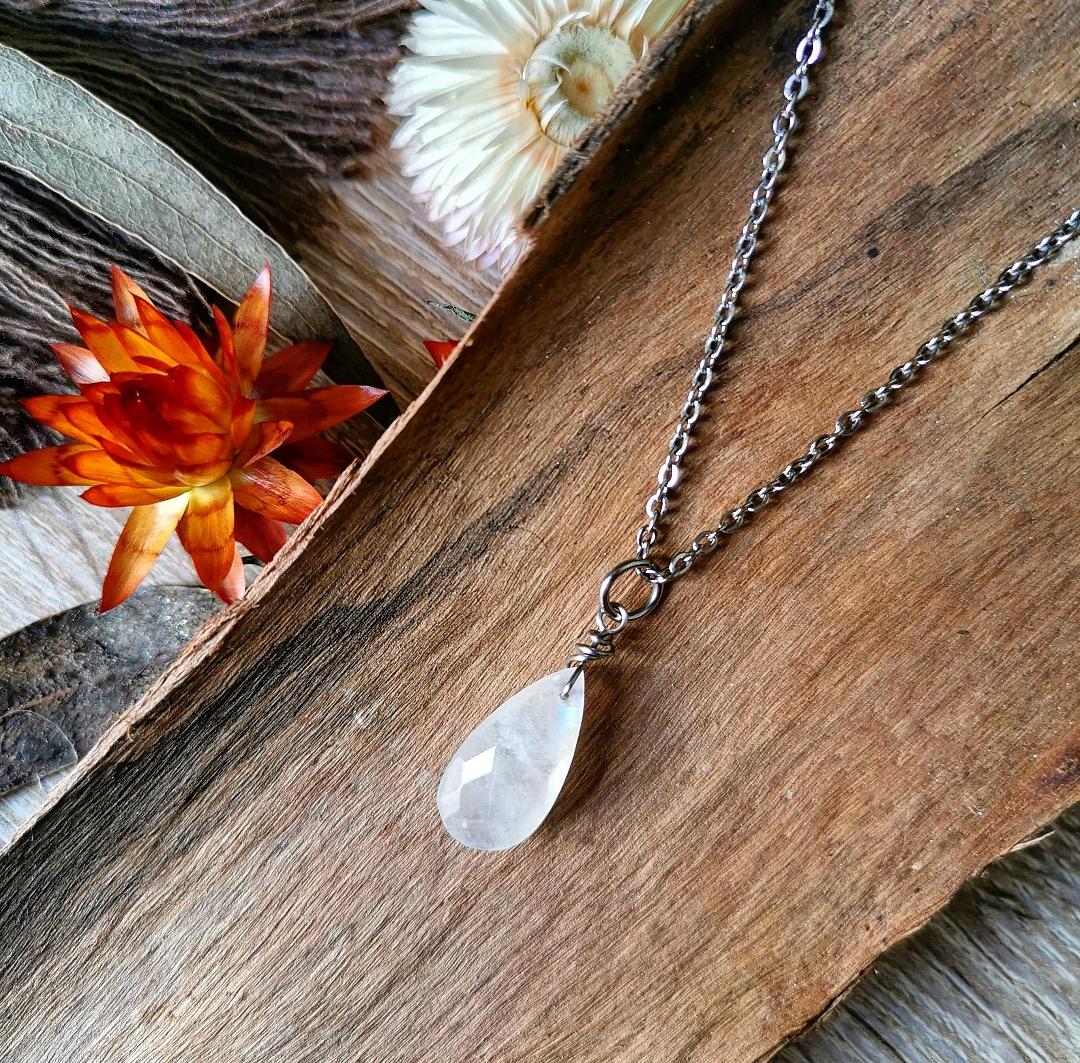Collier pierre de lune, bijou pierre de lune, création artisanale, bijoux bohèmes, bien-être, féminin sacré, pendentif pierre de lune