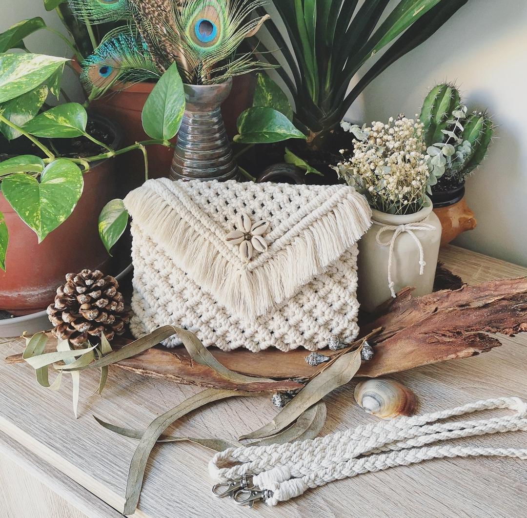 Pochette macramé, sac à main artisanal, sac bandoulière, création unique, accessoire mode bohème hippie, fait main en France, artisanat français, création macramé