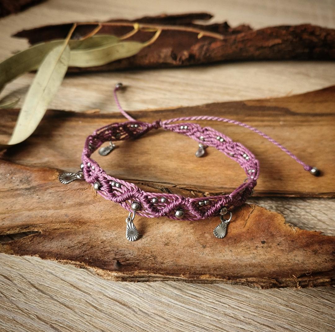 Bijoux macramé, créations bohèmes artisanales, chevillère macramé, bracelet de cheville, bracelet de bras, bijoux bohémiens, faits main en france, créations uniques