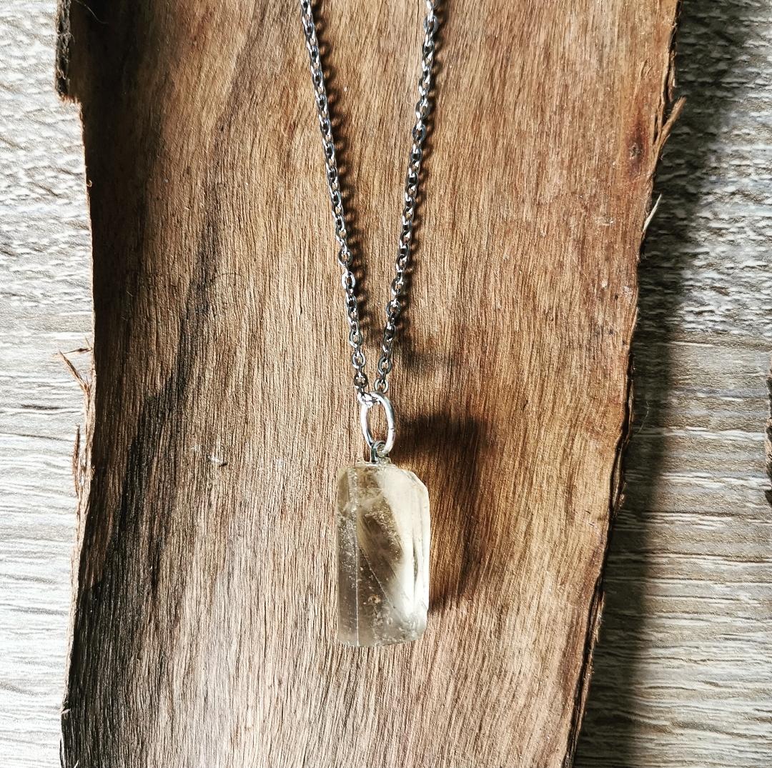 Pendentif citrine brute, collier pierre gemme, bijoux bien-être, lithothérapie