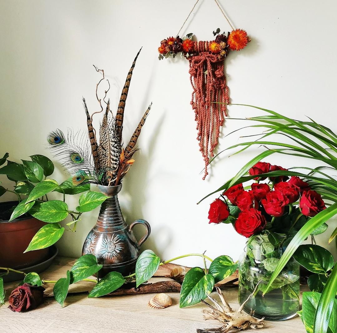 Tenture murale macramé, décoration d'intérieur artisanale, fait main en France, création unique, fleurs séchées, bois flotté