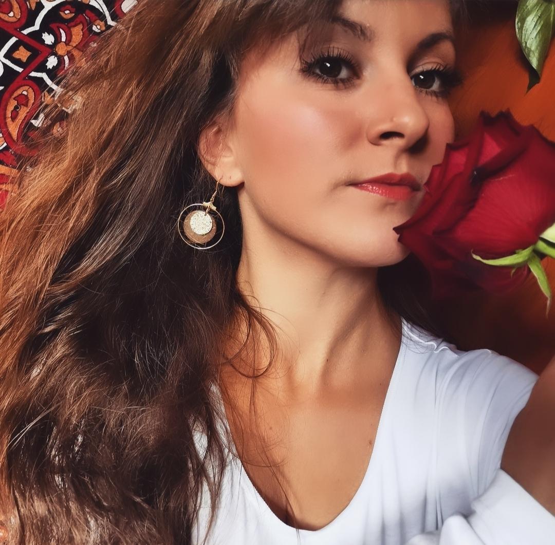 Boucles d'oreilles créoles dorées artisanales, bijoux bohèmes faits main en France, idée cadeau femme, bohème chic